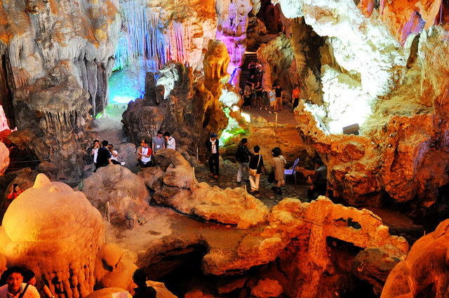 Thien Cung cave, Ha Long Bay