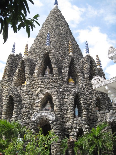 Tu Van, Tu Van pagoda: unique pagoda made of shell and coral