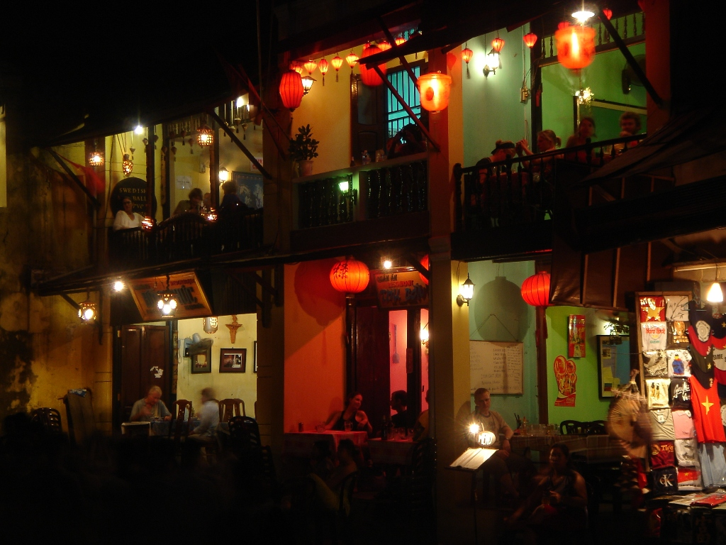 Charming beauty of Hoi An ancient town