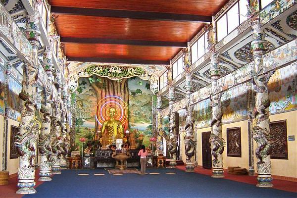 Visiting Linh Phuoc Pagoda
