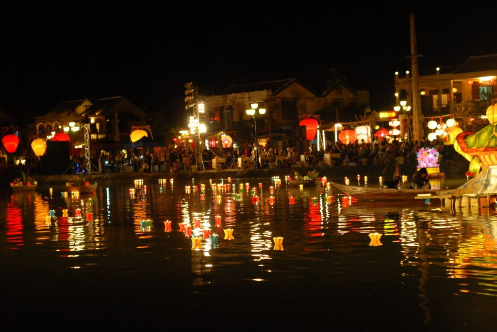 hoi an, Coming to Hoi An in Full Moon Festival