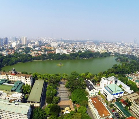 Enjoying a different view of Hoan Kiem Lake
